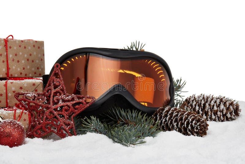 Vidrios del esquí y ornamentos de la Navidad imagen de archivo