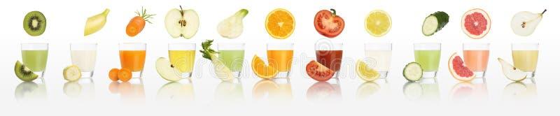 Vidrios del jugo de las frutas y verduras aislados en el fondo blanco fotografía de archivo