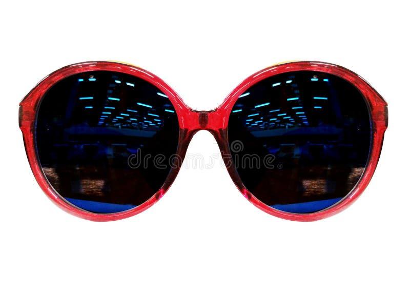 Vidrios en el fondo blanco Negro de la moda Gafas de sol negras S imagenes de archivo