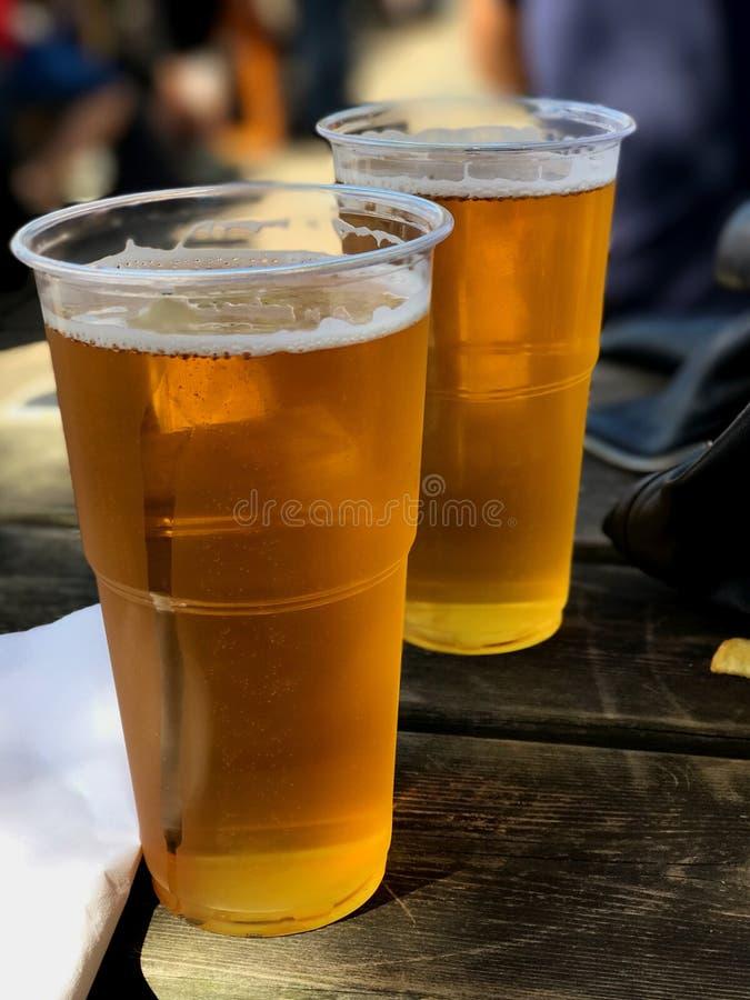 Vidrios enfriados de cerveza fotos de archivo