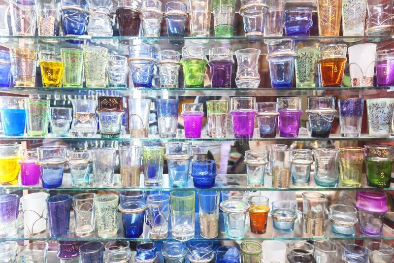 Vidrios marroquíes coloridos del té. imagen de archivo