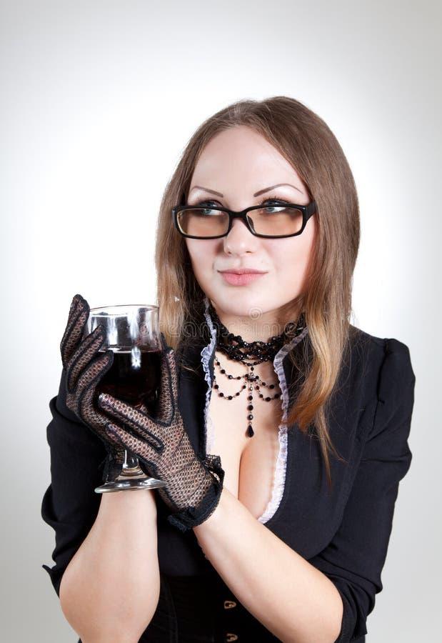 Vidrios que desgastan de la mujer romántica imagen de archivo