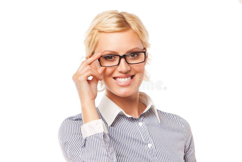 Vidrios que desgastan hermosos de la mujer de negocios Aislado foto de archivo