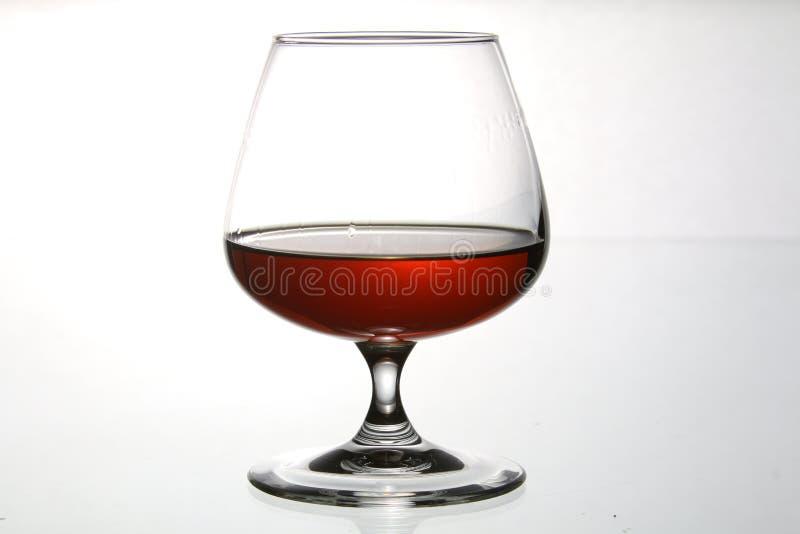 Vidrios y botellas para el brandy y el vino imagen de archivo libre de regalías