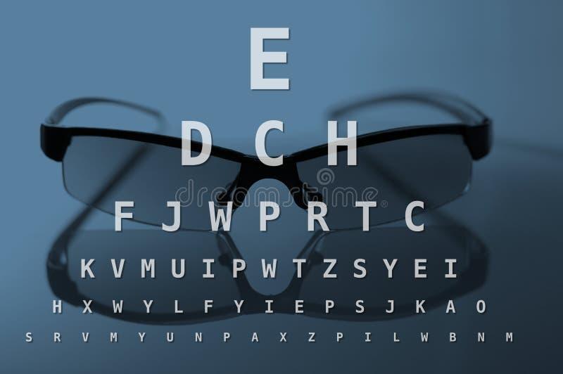 Vidrios y carta de prueba del ojo fotos de archivo