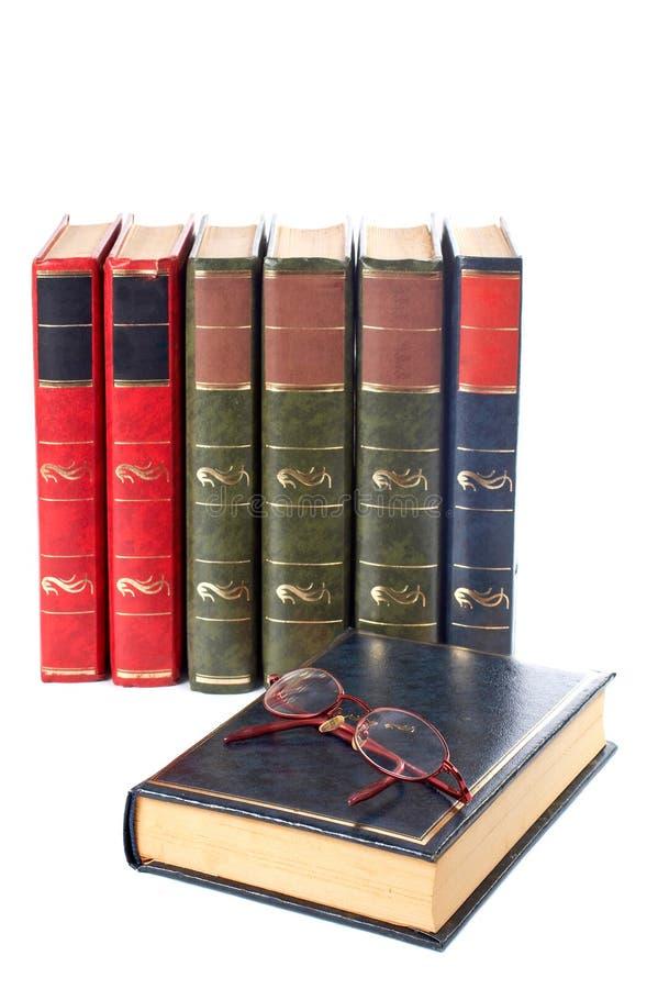 Vidrios y libros fotografía de archivo libre de regalías