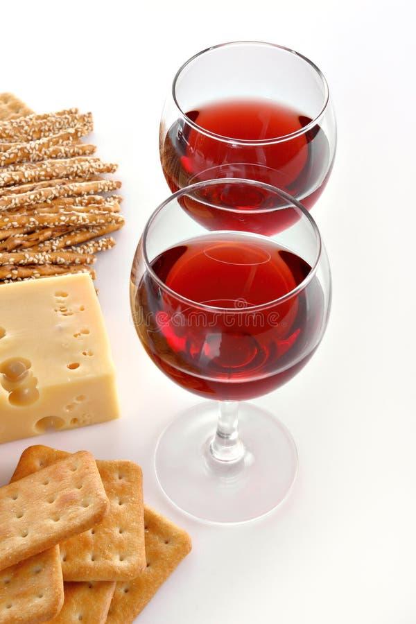 Vidrios y queso de vino foto de archivo