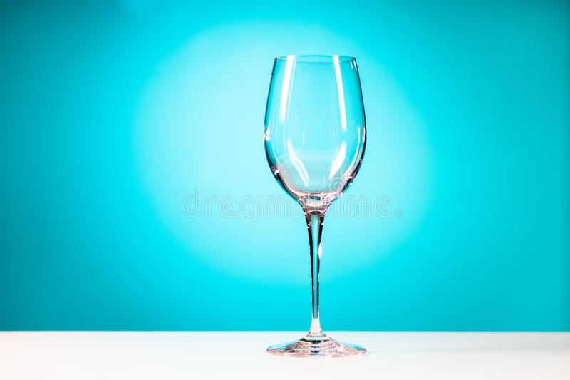 Vidro bebendo claro isolado no fundo azul ciano fotos de stock royalty free