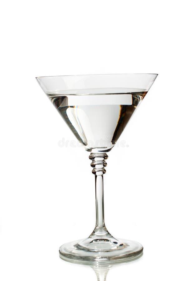Vidro clássico de martini enchido com a bebida desobstruída fotos de stock royalty free