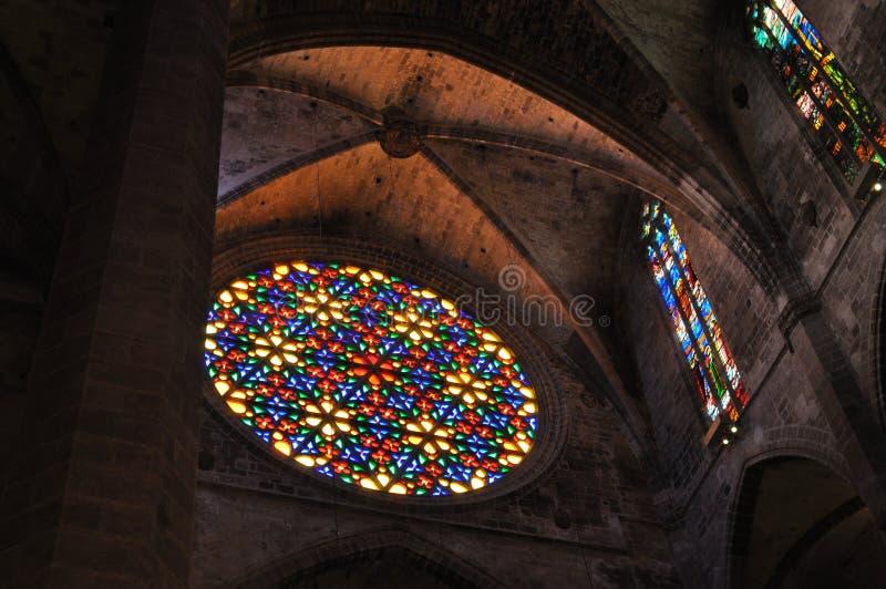 Vidro colorido na catedral de Palma de Mallorca fotos de stock royalty free