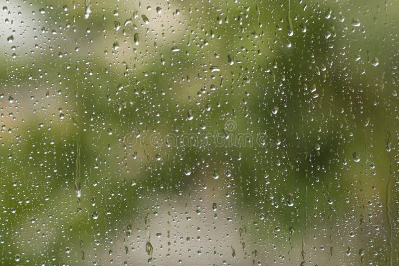 Vidro com gotas de água naturais imagens de stock