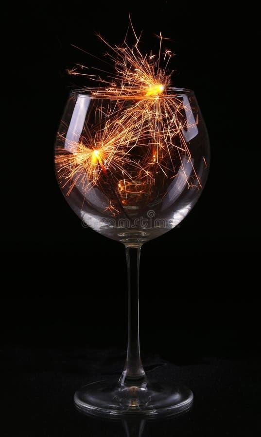 Vidro com um chuveirinho Em antecipação ao ano novo e ao Natal imagem de stock