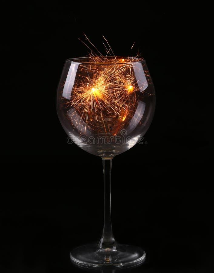 Vidro com um chuveirinho Em antecipação ao ano novo e ao Natal imagem de stock royalty free