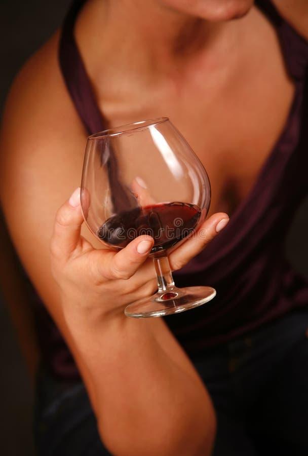 Vidro com um vinho vermelho fotos de stock