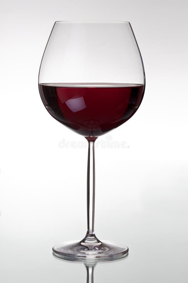 Vidro com vinho vermelho imagens de stock