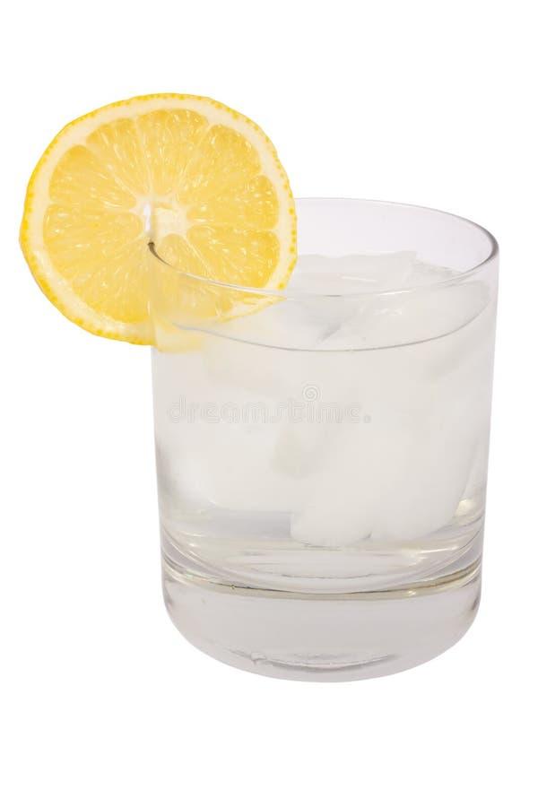 Vidro da água com limão e gelo foto de stock
