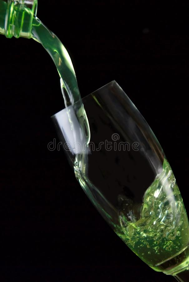 Vidro da bebida derramado