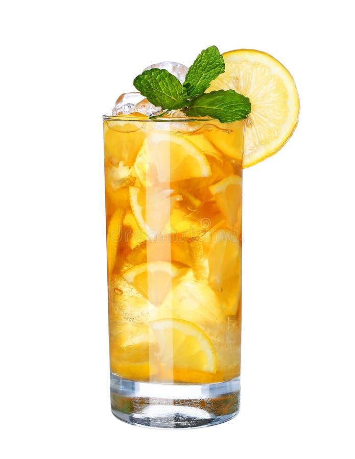 Vidro da bebida fria do chá de gelo isolada no branco foto de stock royalty free