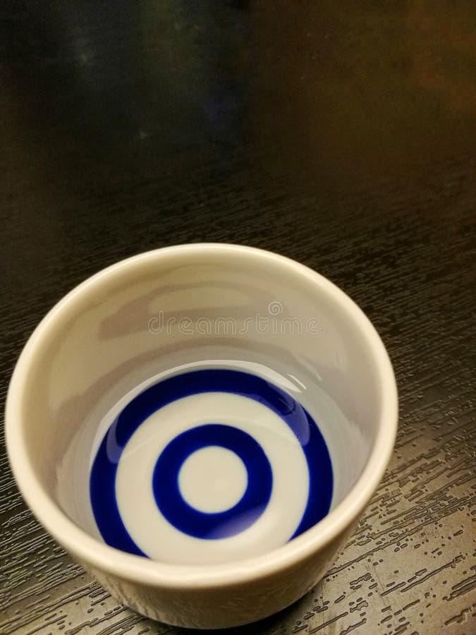 Vidro da cerâmica da causa na tabela de madeira foto de stock royalty free