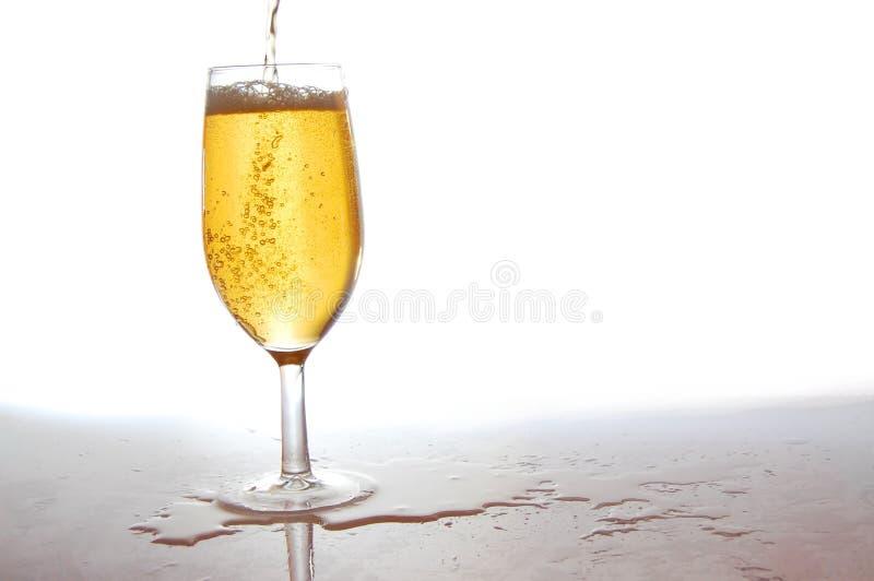 Download Vidro da cerveja fresca foto de stock. Imagem de dishware - 10055198