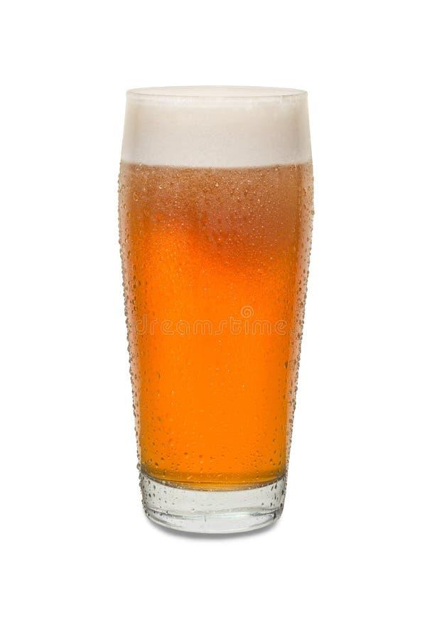 Vidro de cerveja recentemente derramado 2 do bar do ofício com condensação imagem de stock royalty free