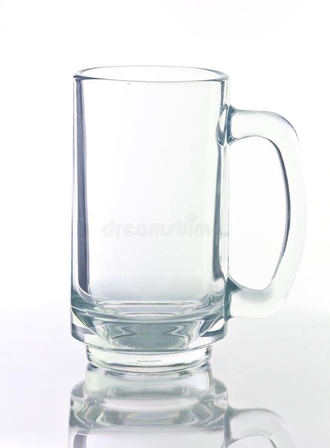 Vidro de cerveja vazio isolado no fundo branco. fotos de stock