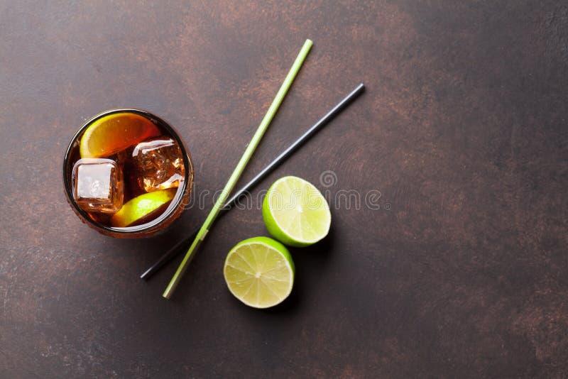 Vidro de cocktail do libre de Cuba fotografia de stock