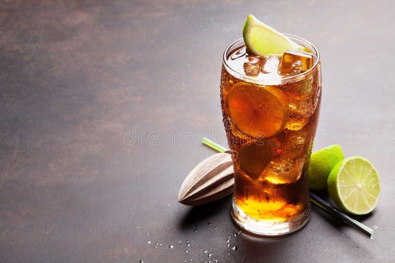 Vidro de cocktail do libre de Cuba foto de stock royalty free