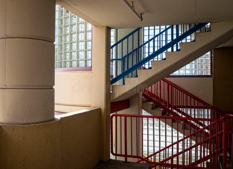 Vidro de garrafa e escadaria colorida fotografia de stock
