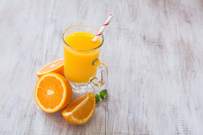 Vidro de Juice Drink For Breakfast alaranjado fotografia de stock royalty free