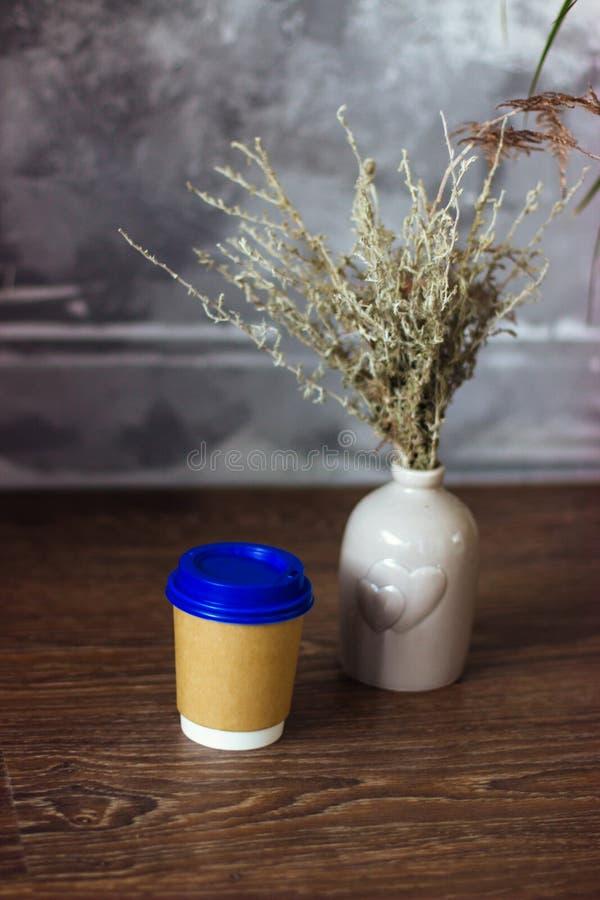 Vidro de papel para bebidas caf? ou ch? fotos de stock royalty free
