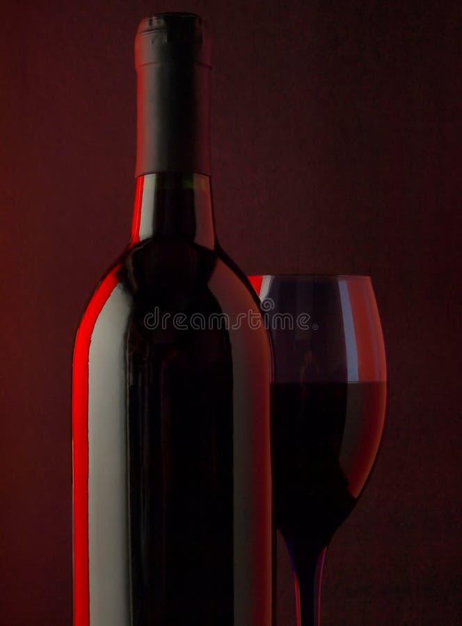 Vidro de vinho & fundo do frasco fotografia de stock royalty free