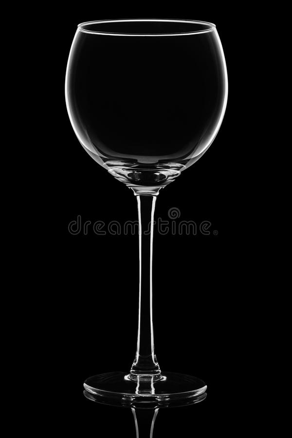 Vidro de vinho de vidro isolado no fundo preto fotografia de stock royalty free