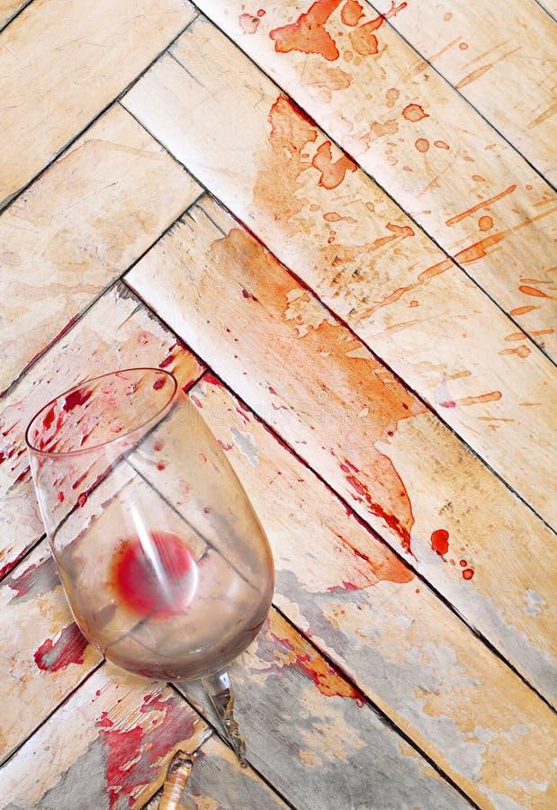 Vidro de vinho quebrado fotografia de stock royalty free