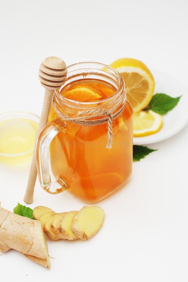 Vidro do anel-D do chá do fruto Gengibre, limão e mel Conceito do alimento natural Bebida saudável fotos de stock