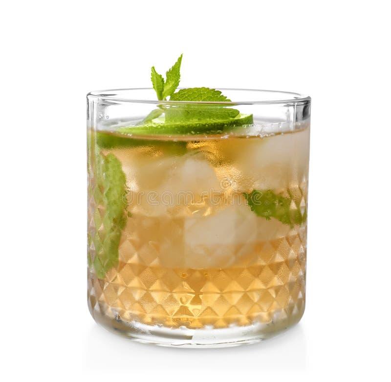 Vidro do cocktail delicioso do julepo de hortelã fotografia de stock royalty free