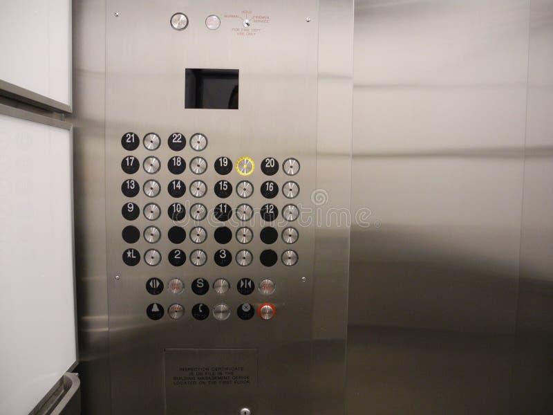 Vidro do elevador do prédio de escritórios e aço inoxidável fotos de stock royalty free