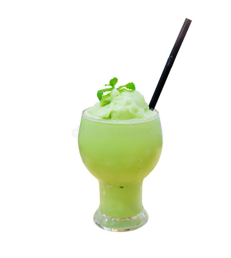 vidro do frappe do latte do matcha com fundo do borrão estilo do delicado e do blurr imagens de stock royalty free