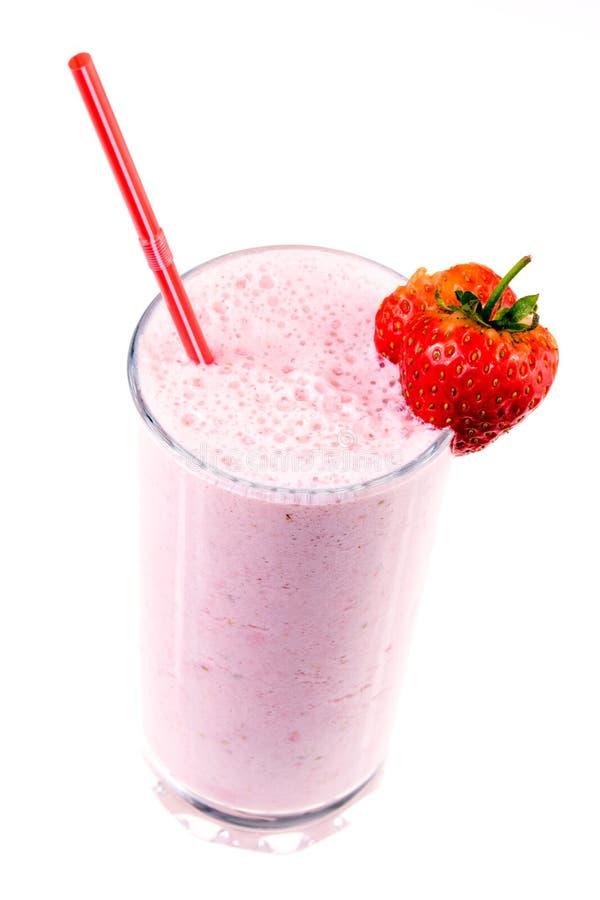 Vidro do milk shake da morango com frutos fotos de stock royalty free