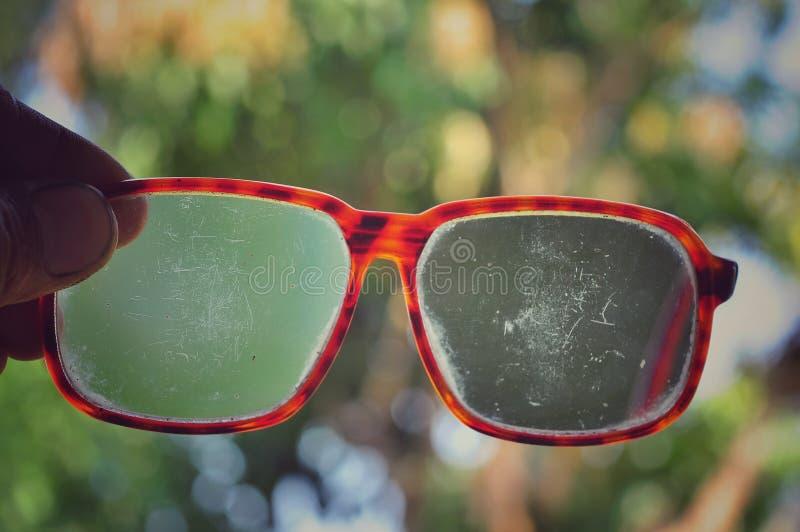 Vidro do olho isolado no fundo do bokeh imagens de stock