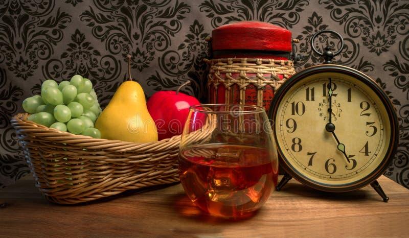 Vidro do uísque de bourbon reto fotos de stock