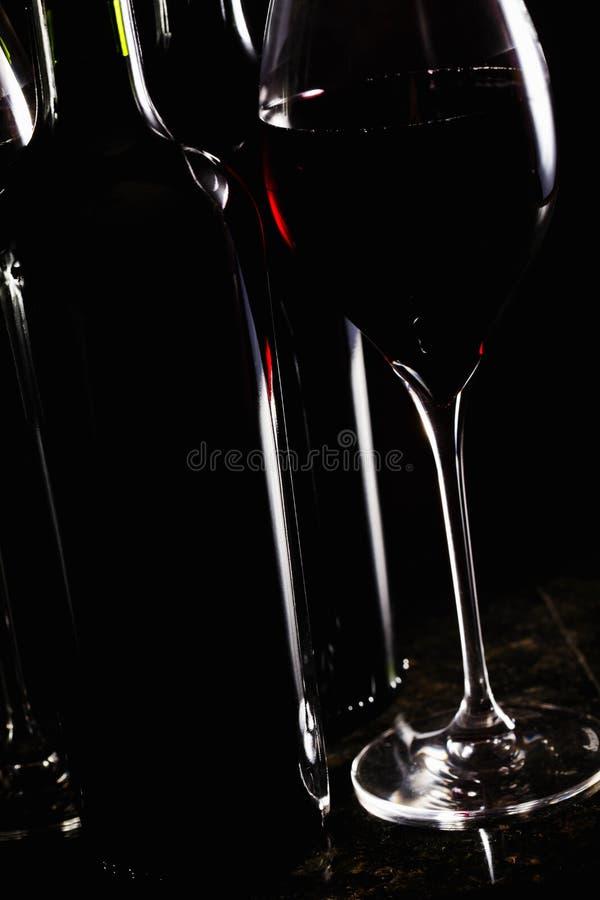 Vidro do vinho com frascos fotos de stock