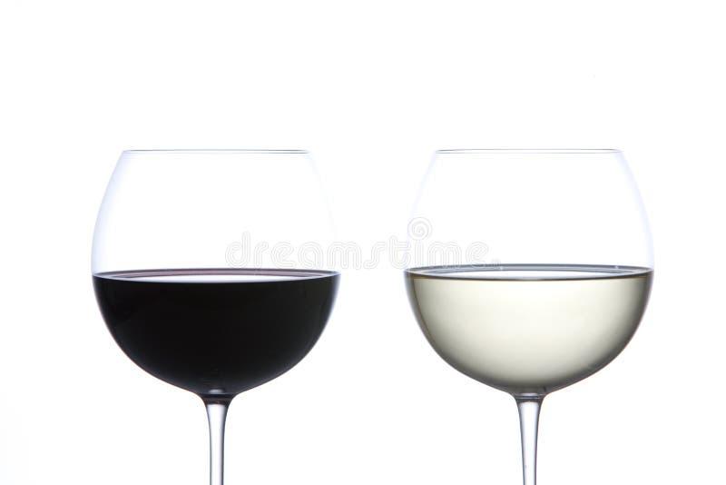 Vidro do vinho vermelho e do vinho branco imagens de stock royalty free