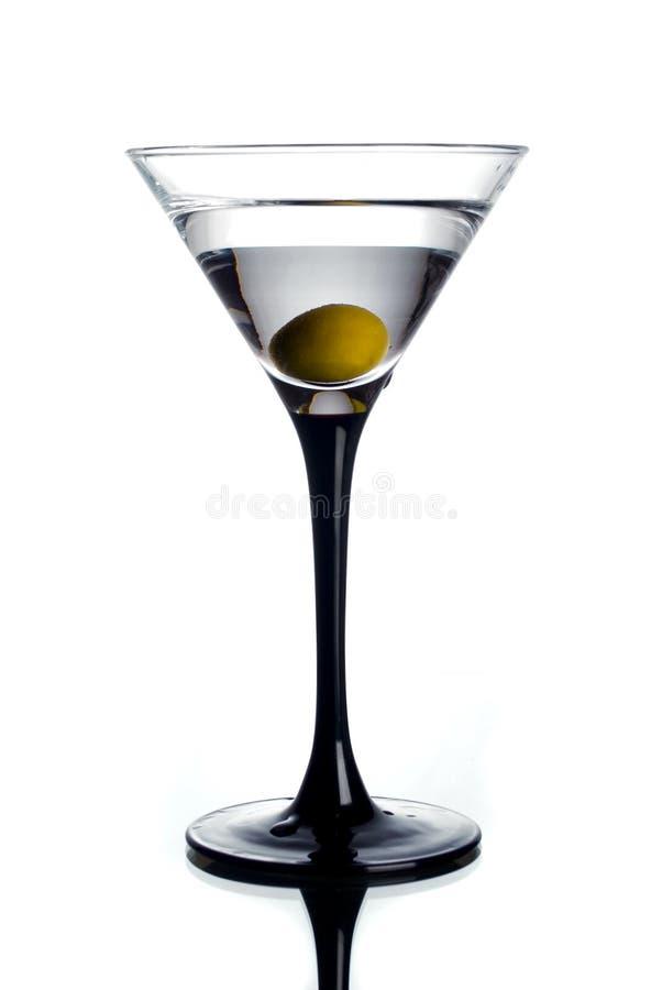 Vidro e azeitona de Martini imagens de stock royalty free