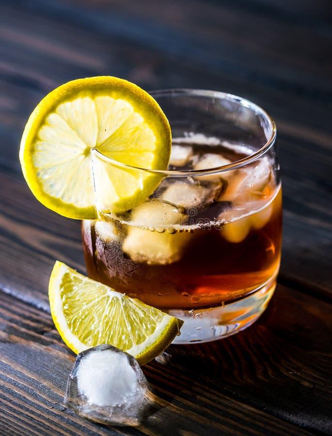 Vidro e chá com gelo foto de stock
