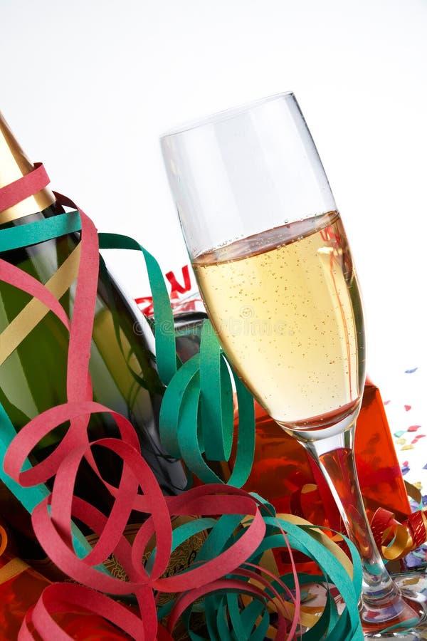 Vidro e frasco de Champagne fotografia de stock