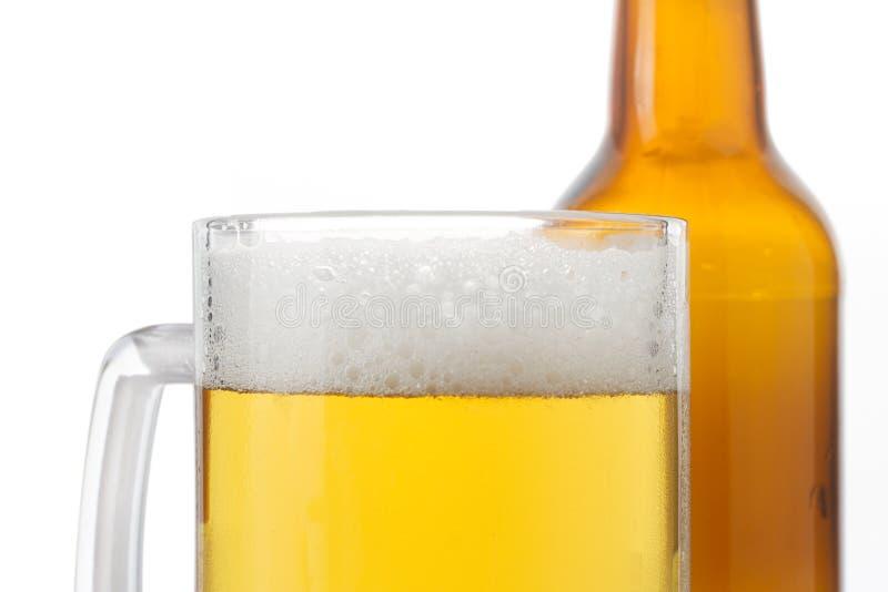 Vidro e garrafa de cerveja imagem de stock