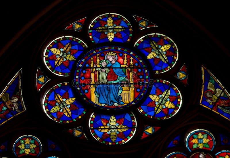 Vidro manchado de Notre Dame imagens de stock royalty free