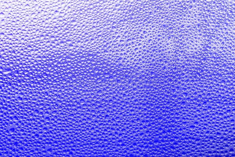 Vidro misted molhado da textura do fundo Gotejamentos da água com condensado foto de stock