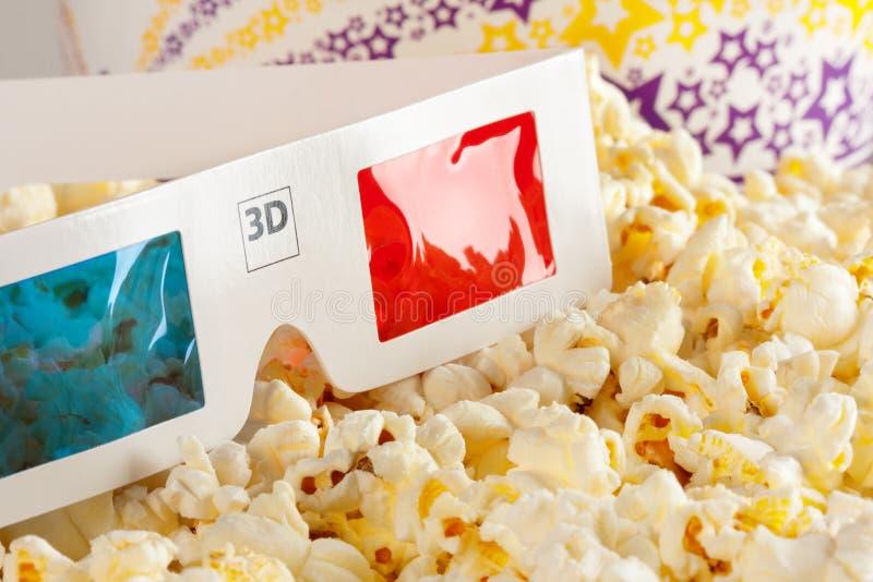 vidros 3D e pipoca fotografia de stock royalty free